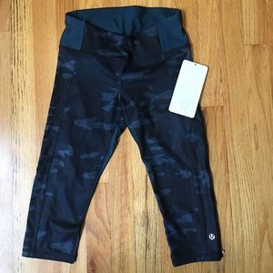 NWT Lululemon Clip in Crop Size 4 Legging Camo